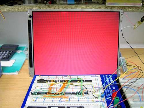 Po připojení bitu R5 displej SHARP LQ12S56 zčervenal