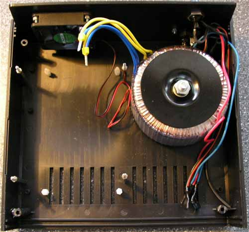 Umístění transformátoru a mechanických součástí ve skříňce